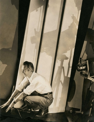 edward-steichen-self-portrait-with-photographic-paraphernalia-photographs-silver-print