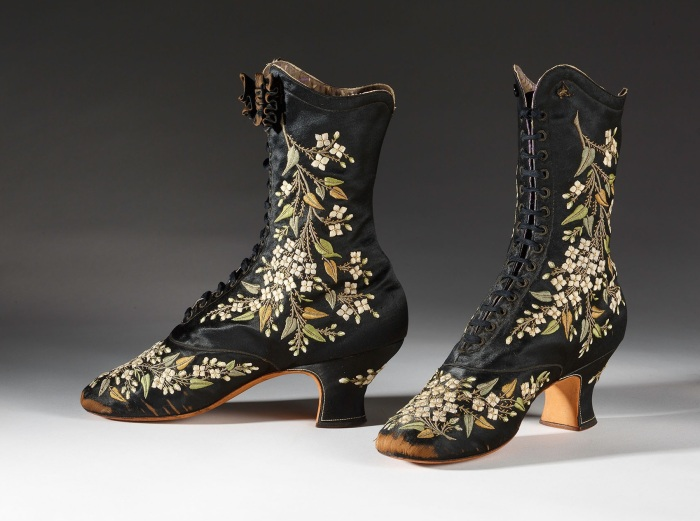 BATA SHOE MUSEUM - New Exhibition at Bata Shoe Museum